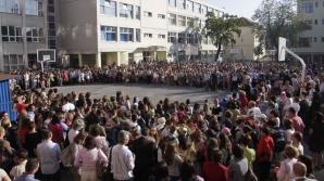 Elevii de clasa a VIII-a vor susţine examenul de evaluare naţională 2012