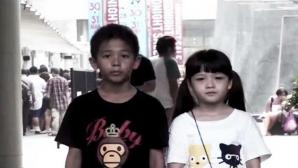 Cei doi copii - protagoniştii reclamei care a devenit VIRALĂ