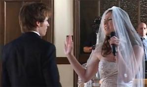 Maria Carr este mireasa care a intrat în biserică interpretând o serenadă pentru soţul său, Devin