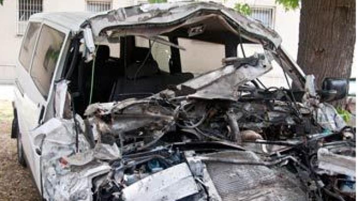 Patru morţi după ce un microbuz românesc s-a ciocnit cu un camion în Ungaria
