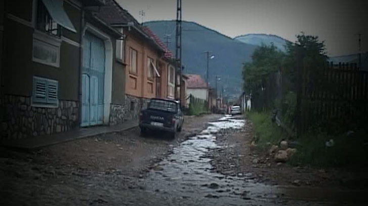 Ploile şi furtunile au făcut prăpăd în ţară