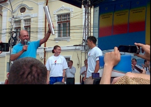 Flacăra democraţiei, reaprinsă la orşova de un lider PDL Mehedinţi a aprins două flăcări la Orşova