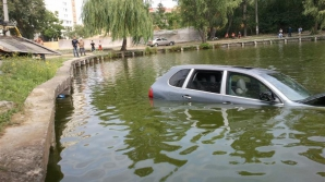 Şoferul a ieşit prin trapă