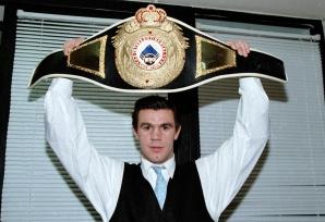 Mihai Leu, campionul mondial la categoria semi-mijlocie, versiunea WBO.