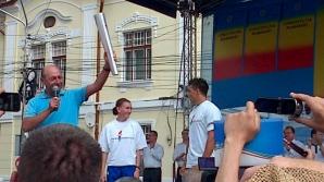 Traian Băsescu a aprins o flacără a democraţiei, care va fi purtată prin ţară / Foto: Twitter.com