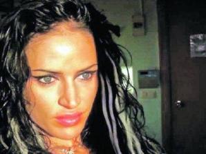 Mama fetei a povestit în presă că fata ei obişnuia să fie legată cu cătuşe de un iubit