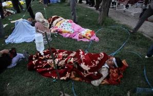 Zeci de morţi şi sute de răniţi în Iran după două cutremure puternice