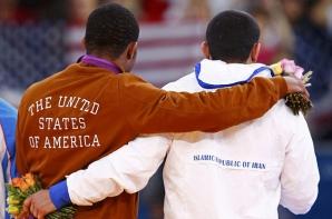 Jordan Burroughs (SUA) şi Sadegh Goudarzi (Iran)