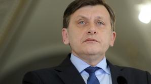 Antonescu: Nu înghit povestea cu economia afectată. Nu mă interesează nici comentariile lui Isărescu