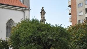 Statuia Sfintei Maria din Cluj, protectoare împotriva ciumei, aşteaptă un loc demn în oraş