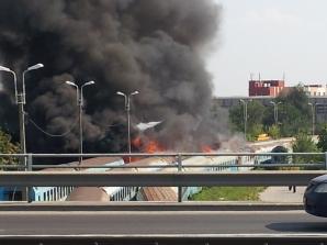 Mai multe vagoane dezafectate au fost cuprinse de flăcări