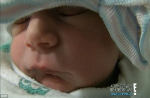 Kourtney Kardashian a născut în faţa camerelor de filmat o fetiţă, Penelope Scotland Disick