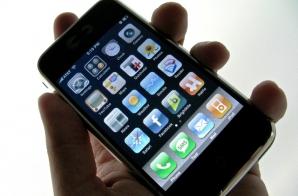 Câte zile muncim pentru un iPhone / Foto: wired.com