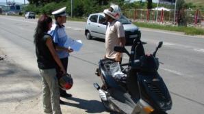 Cei care conduc mopede din ianuarie 2013 fără permis se vor alege cu dosar penal