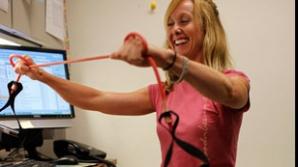 Gimnastica anti-depresie poate fi făcută şi la birou