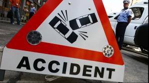 ACCIDENT pe DN7: Un autocar plin cu pasageri s-a ciocnit cu două tiruri