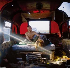 Fotografii spectaculoase, surprinse de Iain McKell cu nomazii britanici