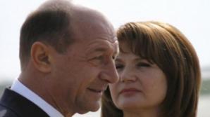 Preşedintele Traian Băsescu şi soţia sa au vizitat Băile Balvanyos, apoi s-au întors la Covasna