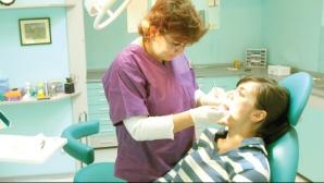 Trei obiceiuri care ne distrug dinţii