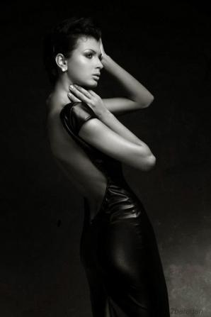 10 FOTOGRAFII SCANDALOS de sexy cu Mădălina Pamfile
