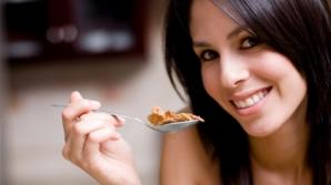 De ce te simţi moleşită după masa de prânz? TRUCURI ca să alungi lenea
