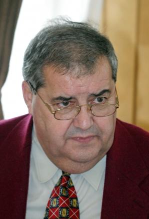 Fostul presedinte al Consiliului Judetean Botosani, Constantin Contac, a fost condamnat definitiv, miercuri, 30 octombrie 2012, pentru fapte de coruptie, la trei ani de inchisoare cu executare de Inalta Curte de Casatie
