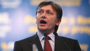 Antonescu, despre cei patru miniştri acuzaţi de incompatibilitate: Sunt pe deplin solidar cu toţi