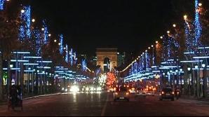 ATMOSFERĂ DE POVESTE la Paris: S-au aprins luminile de Crăciun