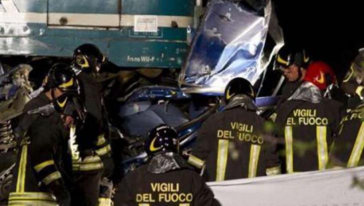 IMAGINI DRAMATICE de la accidentul din Italia în care au murit şase români
