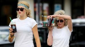 Kim Basinger, de ziua sa, împreună cu fiica sa de 17 ani, Ireland