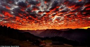 Cer roşu în Tirol, Austria / Foto: Daily Mail