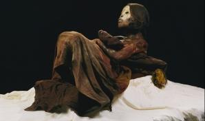 PERU – Mumia veche de 500 de ani a unei femei din Peru