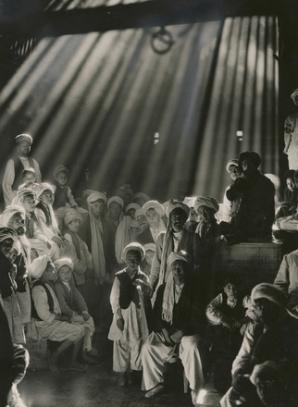 1931 * AFGANISTAN - In acest bazaar din Herat, Afganistan, nimeni nu a clipit timp de trei secunde pentru ca fotografia să iasă perfect.