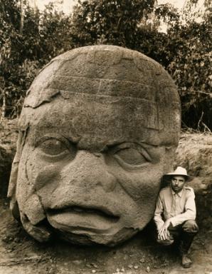 LA VENTA, TABASCO. MEXICO - Din 1938, Matthew Stirling a condus opt expeditii National Geographic in Tabasco si Veracruz, unde a descoperit 11 sculpturi uriase din piatra, dovada existentei civilizatiei Olmec, din urma cu 15 secole