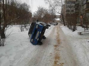 """Parcare în stil rusesc: """"Grozăvii"""" pe străzile din Rusia"""