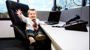 Dacă şeful tău aşteaptă un copil, ai şanse bune să îţi scadă salariul