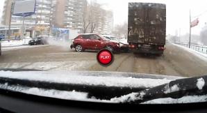 Din categoria greu de explicat: Înţelegi ce a vrut să facă şoferul din imagine?