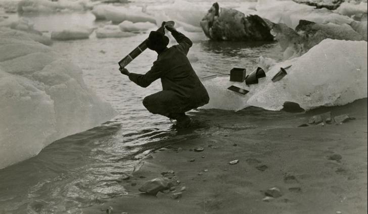 1909 * ALASKA, SUA - Fotograful Oscar D. Von Engeln şi-a petrecut vata într-o expediţie finanţată de National Geographic