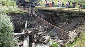 Podul demontat de Armată a fost remontat, explicaţia MApN fiind că avea nevoie de reparaţii