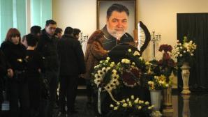 PESTE 7.000 de oameni la înmormântarea lui Sechelariu. Slujba religioasă, oficiată de şapte preoţi / Foto: MEDIAFAX