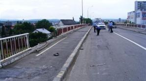 Moarte tragică a unui om de afaceri. Maşina sa a rupt parapetul unui pod şi a căzut în gol