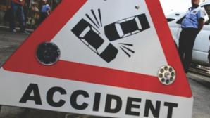 AUTOCAR cu 15 pasageri la bord, implicat într-un ACCIDENT în Bacău