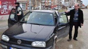 Docky îşi duce pacienţii la spital cu maşina personală
