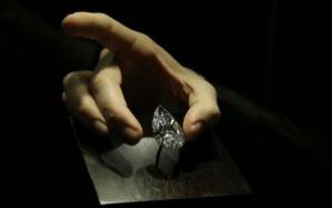 Un diamant pur de 101 carate va fi scos la licitație