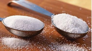 Peste 3,5 tone de zahăr, făină şi sare, oprite de la comercializare în urma unor controale