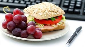 Cum să mâncăm la serviciu fără să ne îngrăşăm