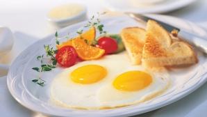 De ce este indicat să mâncăm ouă la micul dejun