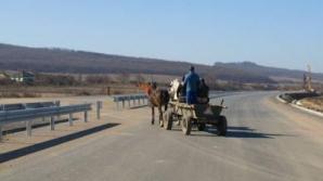Pe autostrada Orăştie – Deva se poate circula doar cu căruţa.