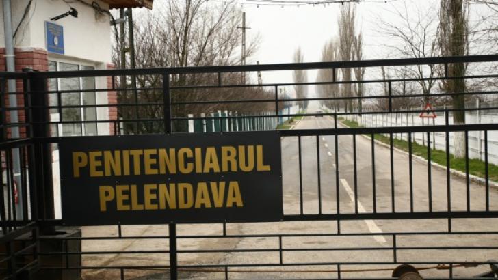 """Penitenciarul Pelendava din Craiova """"călcat"""" de hoţi!"""