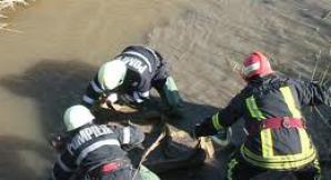 Cadavru descoperit în râul Mureş